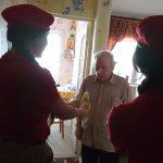 Юнармейцы поздравляют ветеранов